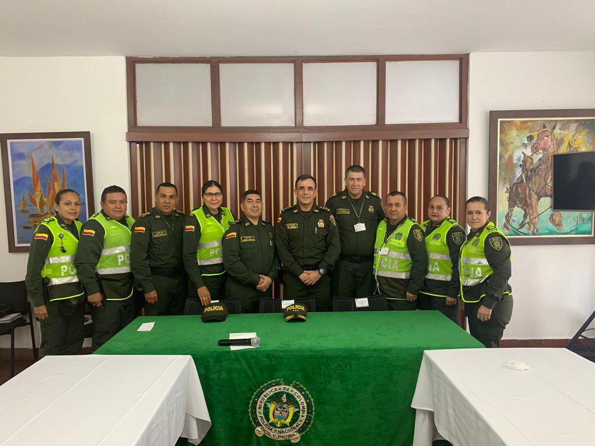El Director de Seguridad Ciudadana se encuentra en reunión con los Mandos del Nivel Ejecutivo de la @Region5Policia, direccionando la estrategia en la reducción del delito. #ConstruyendoSeguridad