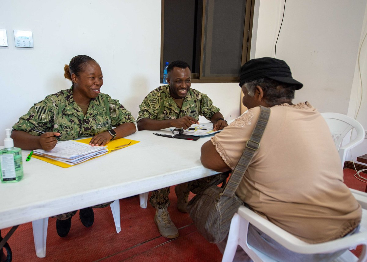 #USNSComfort is in #Grenada and preparing to see patients! @USEmbassyBbdos  #COMFORT2019 #Partnership<br>http://pic.twitter.com/WAyfrKpUh6