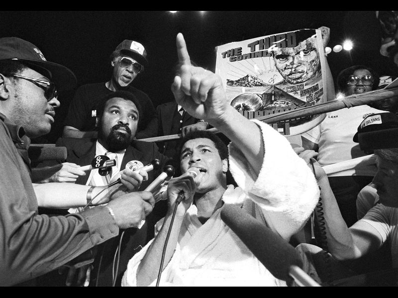 [SLIDESHOW] On This Day: Muhammad Ali, 36, becomes the first to regain the heavyweight title for the third time, with a 15-round unanimous decision over Leon Spinks, 25, on Sept. 15, 1978, at the Superdome in New Orleans nydailynews.com/sports/nydn-lo…
