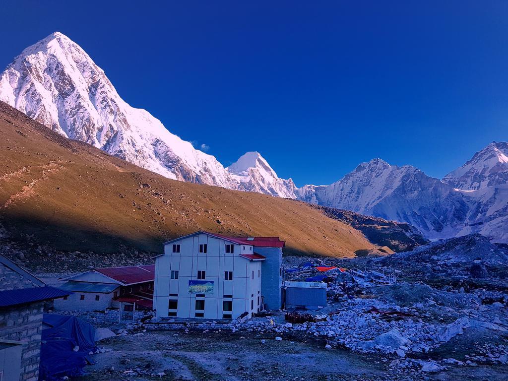 Mt.pumori and way to Kalapatthar from Gorakshep..http://frolicadventure.com/everest-base-camp-trek…. #nepal #everestbasecamp #trekking #travel #mountains #everest #himalayas #nepalguideinfo #ebc #trek #adventure #everestbasecamptrek #travelnepal #frolicadventure #landscape #mteverest #hiking