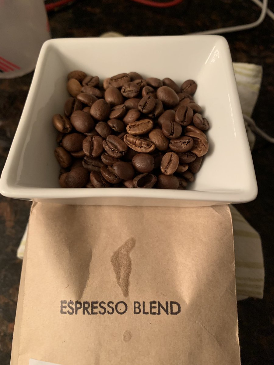 Among other things that compel me to burn down the fucking world, this is what coffeeshop douchebags consider an espresso blend now. <br>http://pic.twitter.com/AwtyqllEPC
