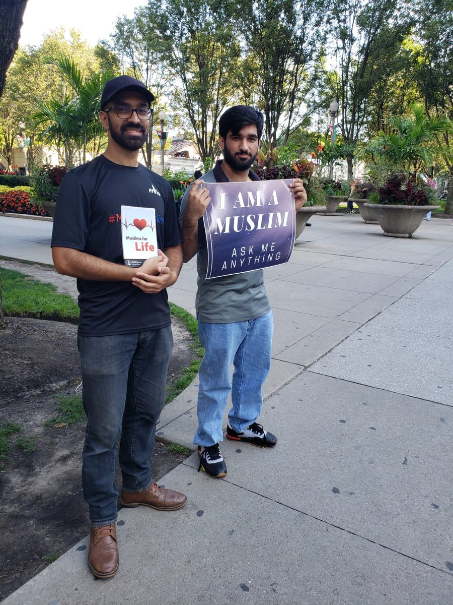 Khuddamul Ahmadiyya  from Ahmadiyya Muslim Community Chicago in downtown present for meet a Muslim campaign <br>http://pic.twitter.com/t9i8cD8ErA