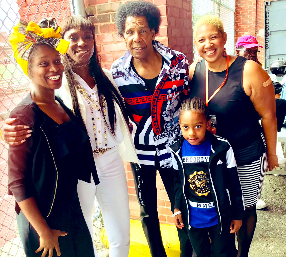 @mayorsCAU recognized #nba Hall of famer, and #Brooklyn native, the late #ConnieHawkins at a dedication ceremony with @nate_tiny @Frzy @Djbarryblends @BGHS1700 @BPEricAdams @BrooklynNets in the heart of #Bedstuy.