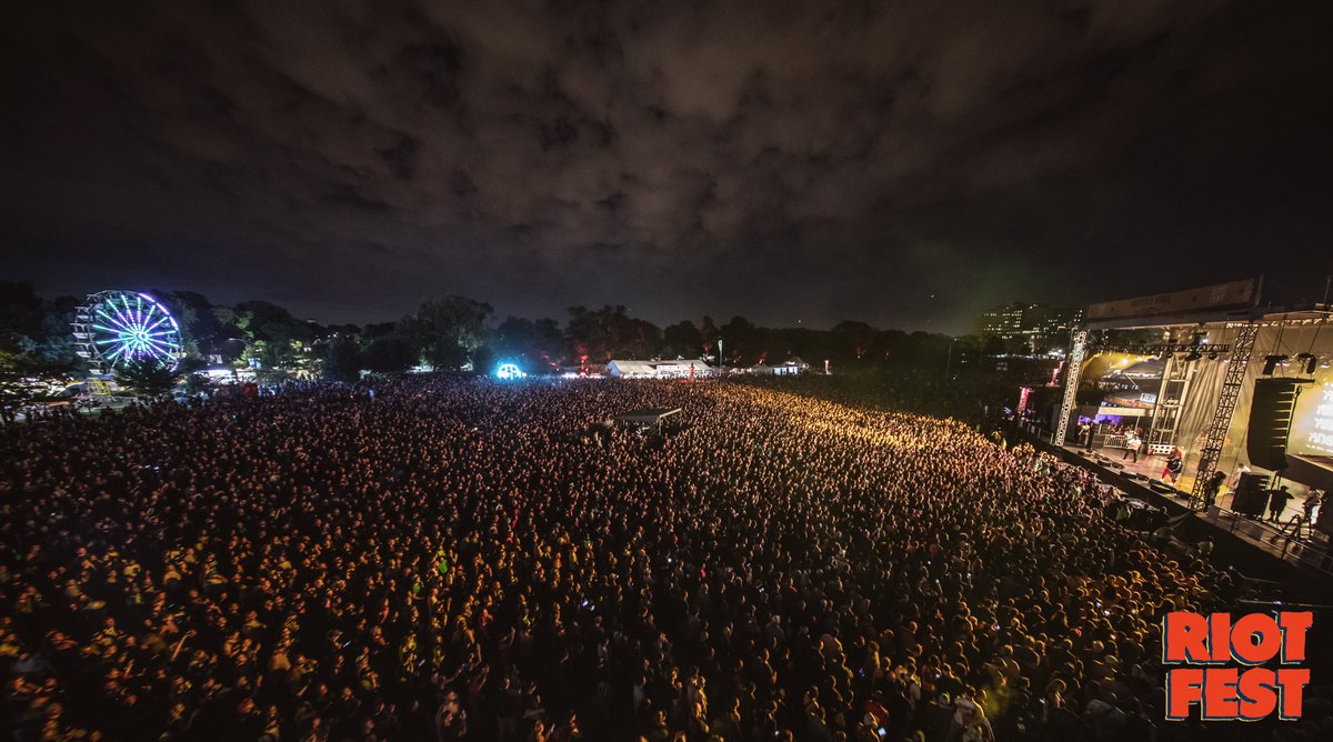 That was fun Chicago. Get home safe. Let's do it again tomorrow. #RiotFest<br>http://pic.twitter.com/sm1Mu1MqLf