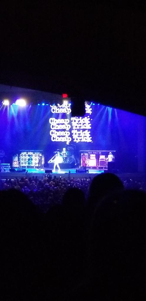@ZZTop put on a great show in NH tonight#billygibbons #tush #longbeards<br>http://pic.twitter.com/GaAOIBFoZe