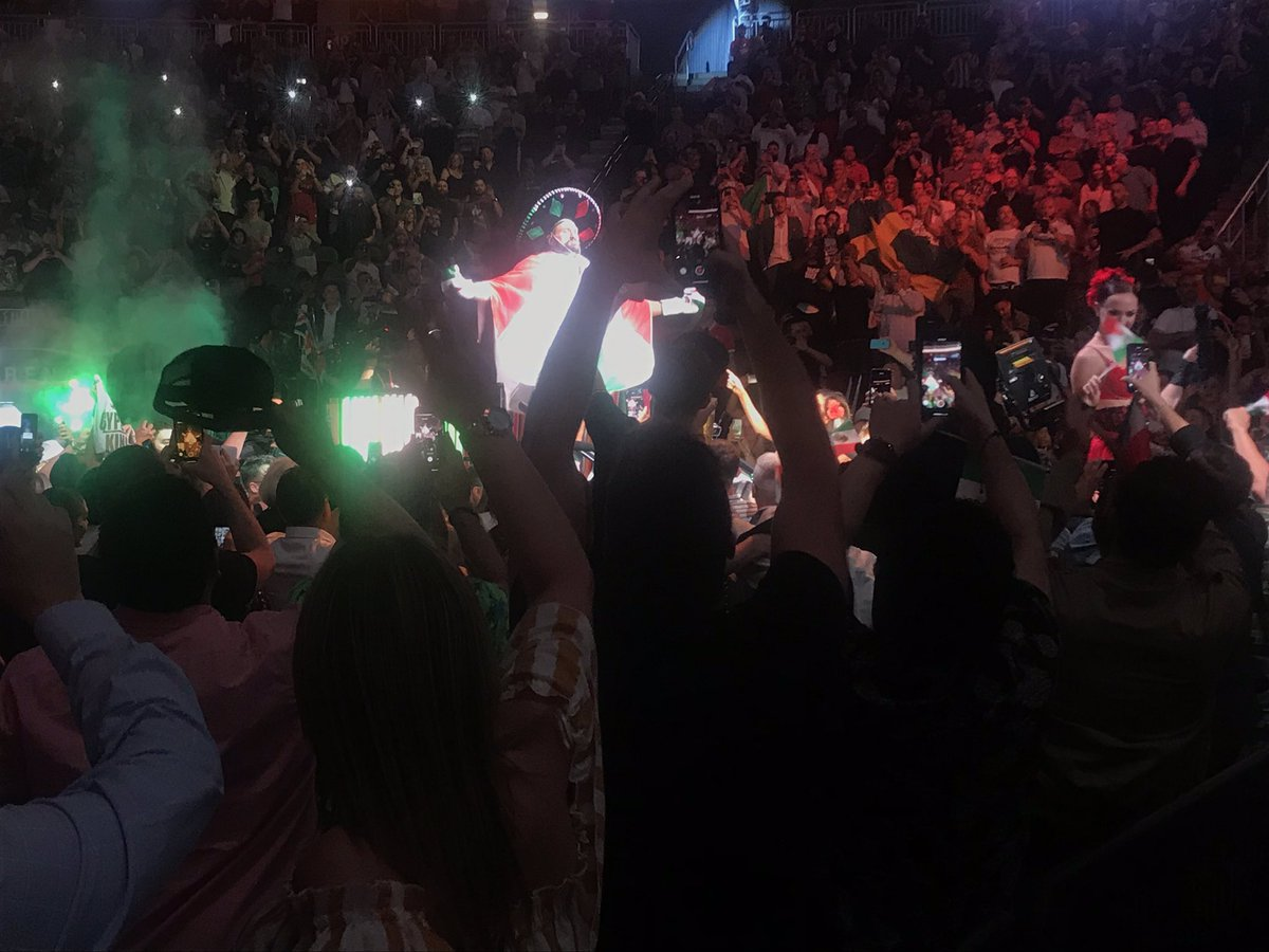 Tyson Fury enters the ring on a flotilla wearing a Mexican poncho and sombrero. As you'd expect. Live: https://www.bbc.com/sport/live/boxing/49683423… #bbcboxing #boxing #FuryWallin