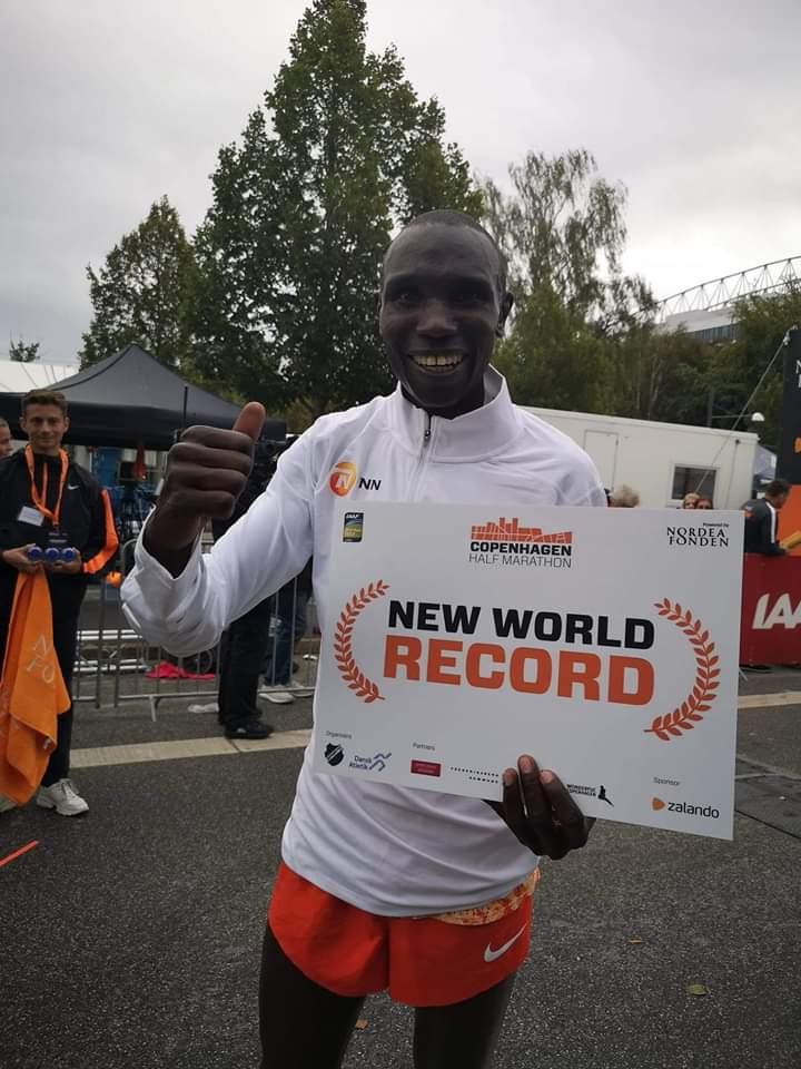 Congratulations @Geoffrey Kamworor for the new Half Marathon Word Record. Heko! <br>http://pic.twitter.com/DIsWUTxbf2