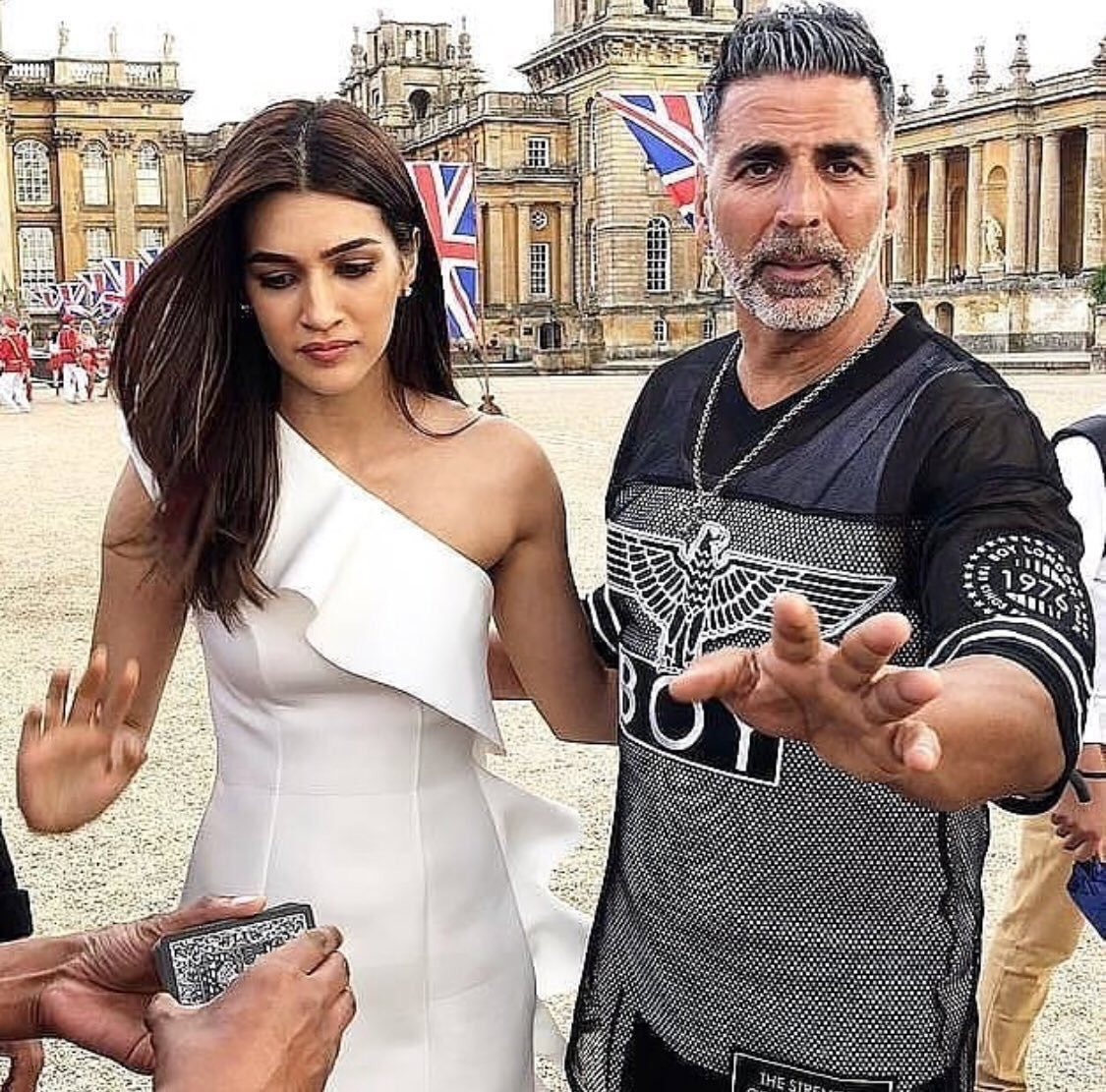 Akshay Kumar doesn't have ego issues nor does he behave like a senior: Kriti Sanon on her Housefull 4 co star.If there is one star in Bollywood who has managed to entertain audiences with a variety of films in a year, it is none other than Akshay Kumar.  WE WANT HOUSEFULL4 POSTER <br>http://pic.twitter.com/HtZmFIOvX0