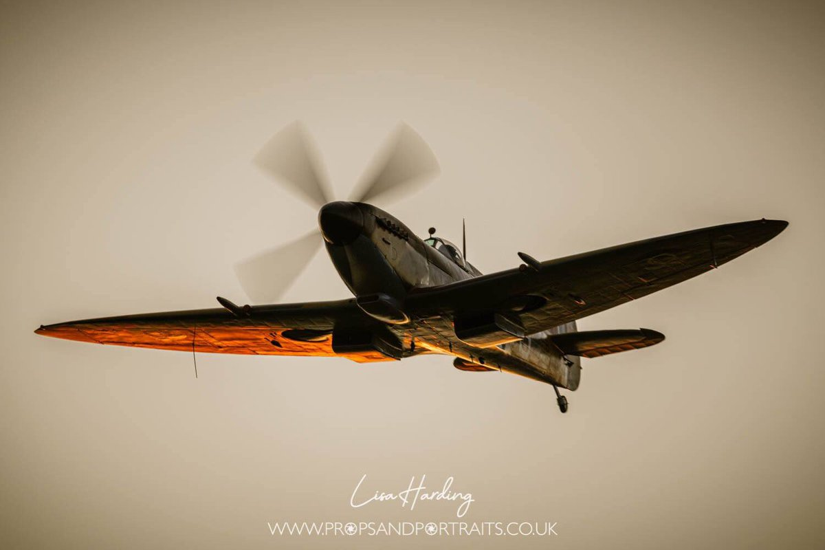 Today is the annual memorial service for the Battle of Britain at Westminster Abbey. A @RAFBBMF spitfire and hurricane will be flying over in honour of all those who served. #LestWeForget <br>http://pic.twitter.com/ymqEE6Qn3e
