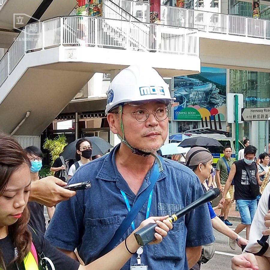Korean actor Kim Eui-sung — who began the #EyeforHK campaign in support of a wounded woman who was apparently shot in the eye by a police projectile — is spotted at the protest.  In full:  http:// bit.ly/extraditionhk    . Photo: Stand News. #hongkong #hongkongprotests #antiELAB <br>http://pic.twitter.com/fLwEPfswer