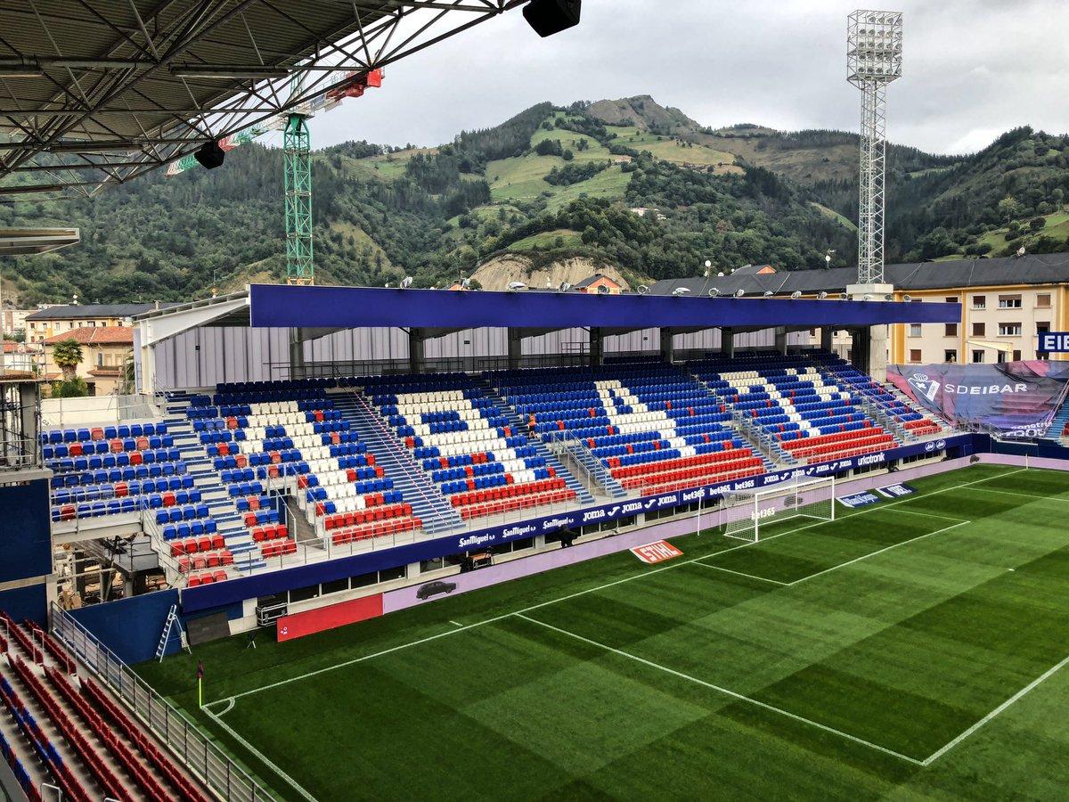"""Joan Camí Twitterren: """"📌 Así está Ipurua tras la última remodelación. Una vez terminada la Tribuna Oeste, el estadio cuenta con un aforo de 8.100 espectadores. La SD Eibar ha invertido unos"""