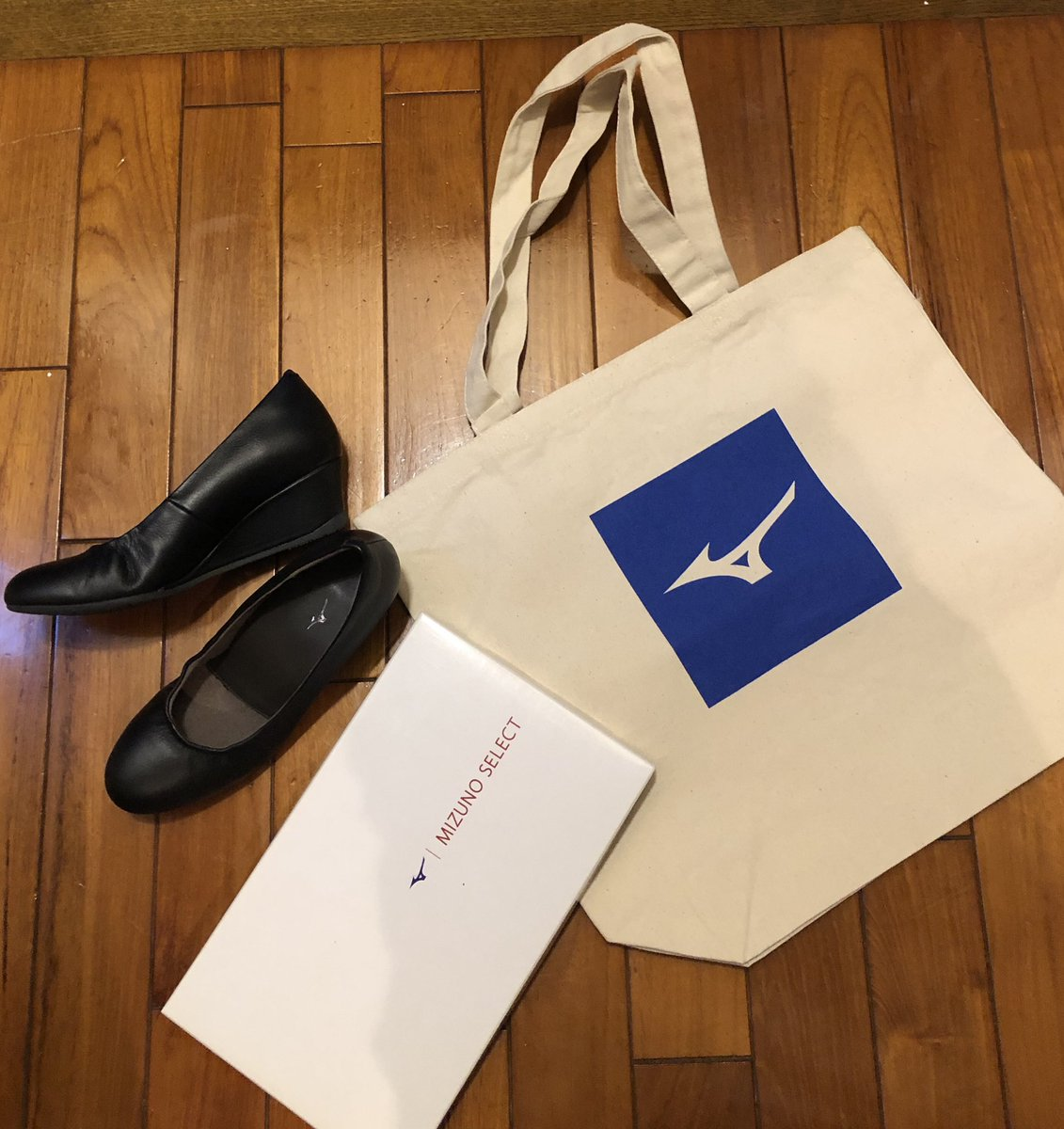 MIZUNOさんの「からだにいい靴プロジェクト」のtweetみたので思い出し投稿。 葬式でツラかったので、買っちゃいましたセレクト700。エスポートミズノさんでフィッティングして履き口ほぐしていただいた。そんなサービスあるとは知らなかった百貨店セール購入民でした。プチセレブ感。(安い💦)