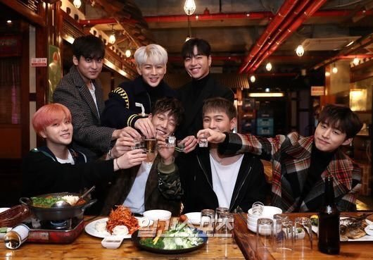 Is it too much to ask to able to see them on stage together again. ?  #4everWithiKON #4EverWith7KON<br>http://pic.twitter.com/WRHTBqAktB