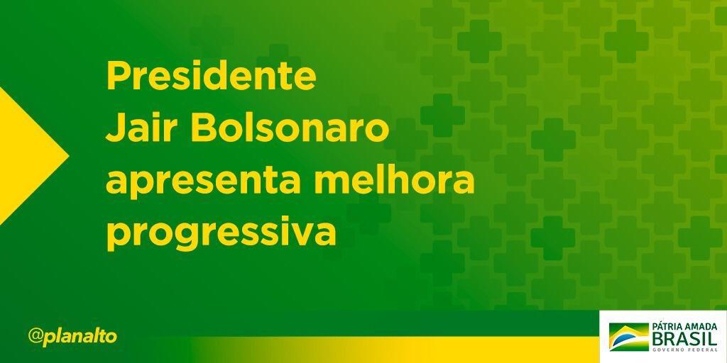 O presidente @jairbolsonaro continua apresentando melhora clínica. Ele segue sem dor, afebril e hoje se dará início à redução da alimentação parenteral (endovenosa), disse porta-voz da Presidência, general Regô Barros, durante apresentação do boletim médico neste domingo (15).