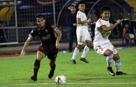 Badak Lampung Tahan Imbang 10 Pemain PSM Makassar https://medcom.id/s/Rkjz1oRk