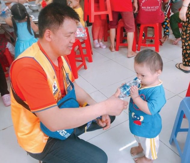 test Twitter Media - With help from a Lions Clubs International Foundation grant, Lions in Korea provided shoes, sports equipment, school supplies and food to children living at an orphanage in Vietnam ➡️ https://t.co/HlsOtv0mnP https://t.co/HRMc9k3uLs