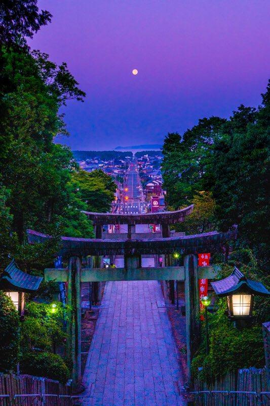 満月の道宮地嶽神社は光の道で有名ですが、満月が一直線上になる日もあります。それが今日の早朝だったので行って来ました‼️福岡県福津市
