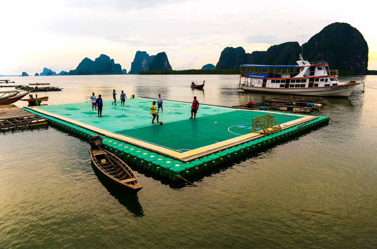 A floating football pitch in Koh Panyee, Thailand  <br>http://pic.twitter.com/AAD6aINsQg