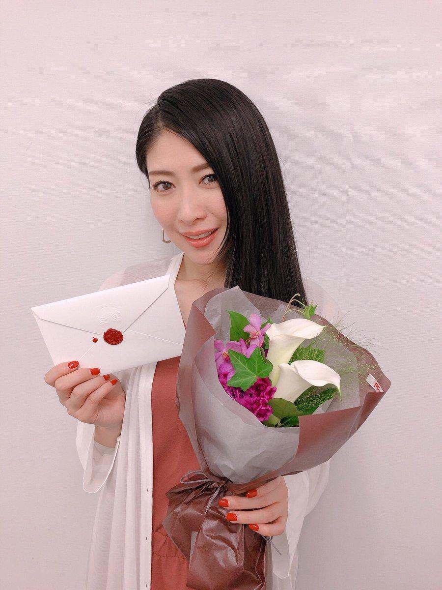 京都で舞台挨拶の千秋楽を迎えることができて、本当に胸がいっぱいです。あらためて、これからも『#ヴァイオレット・エヴァーガーデン』の応援よろしくお願いします🌸どうもありがとうございました!!実里#VioletEvergarden#エイミー#minorin#茅原実里