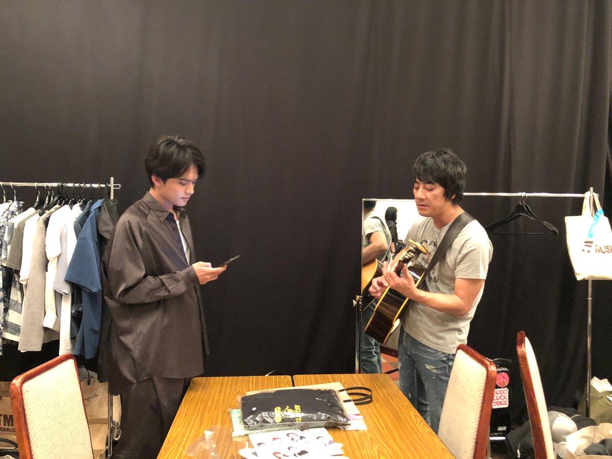 #オーガスタキャンプ2019映画『#影踏み』共演者の #山崎まさよし さんと #北村匠海 さんのオフショット公開!この後、会場中にビッグなサプライズが巻き起こる!!