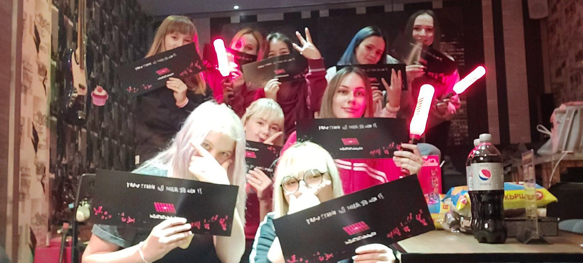 Russian iKONICS gathered together to celebrate 4th aniversary of our beloved iKON. We are very happy to share this moment together, to smile even if it is hard.Thanks everyone for coming. Let's walk on the flower road with our 7 boys till the end #7OGETHERWITHiKON #4EverWith7KON<br>http://pic.twitter.com/7YlobmaYsK