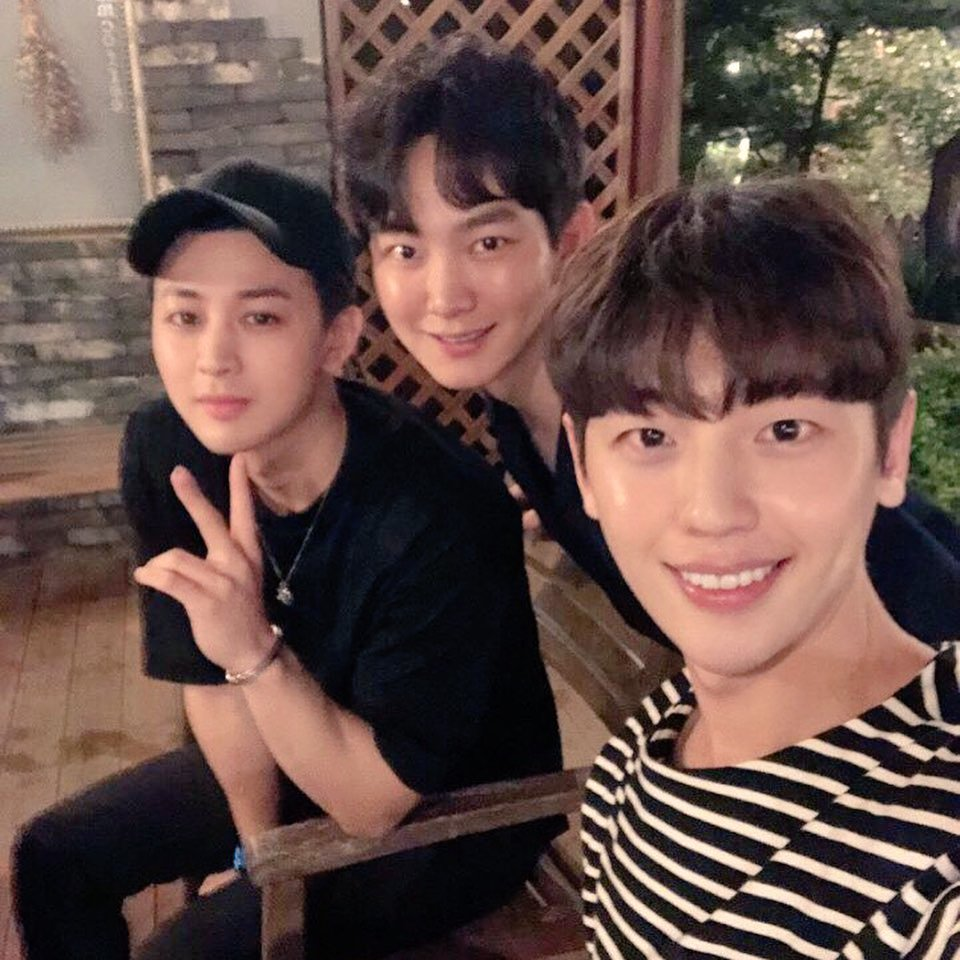 Another of Yunhyeong's childhood friends posted this <br>http://pic.twitter.com/PDXKaDCvpk
