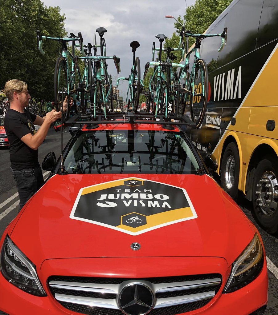 #LaVuelta19   Today is all about red! <br>http://pic.twitter.com/0miQntPhcc