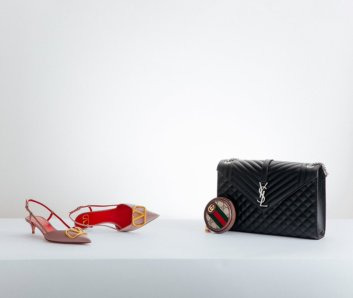Hit refresh on your accessories wardrobe with It-bags and must-have heels for the new season:  http:// flan.nl/2kFi9aP       #YSL #GUCCI #VALENTINO #OFFWHITE #GG #SAINTLAURENT #FENDI #FF #CHLOE<br>http://pic.twitter.com/sg7RWzLKjV
