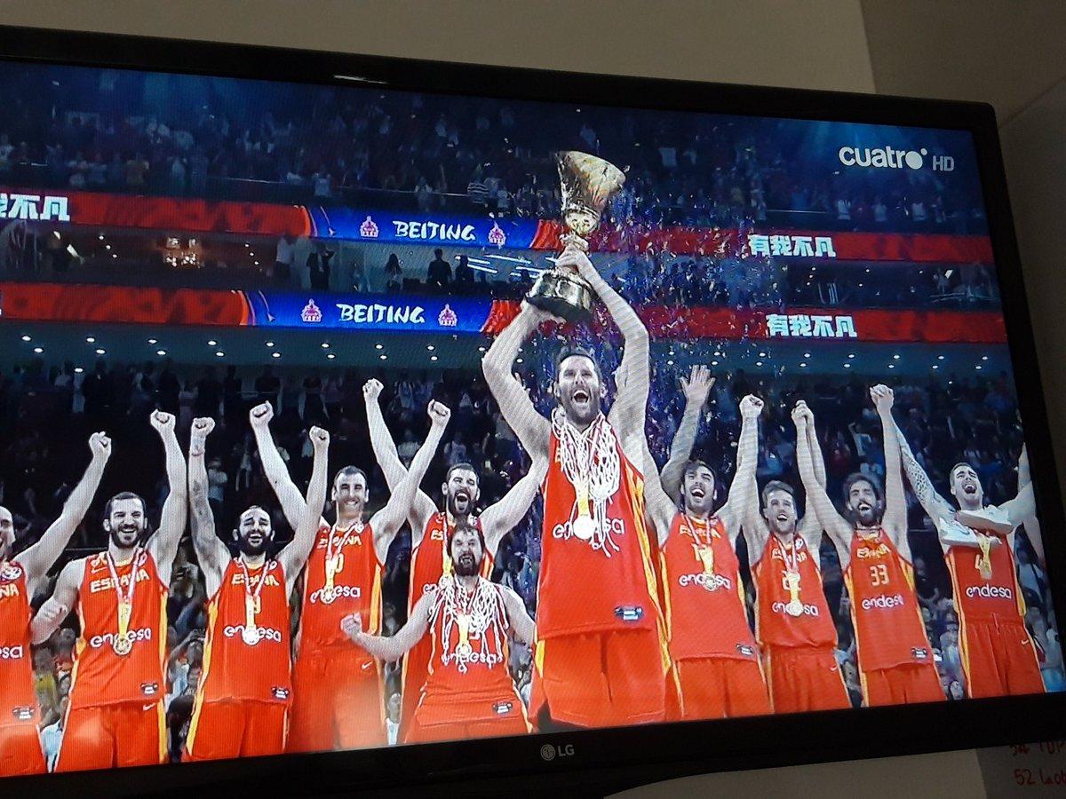 Vaaaaaaaaaaamossss!!! ENHORABUENA a la Selección española de Baloncesto. #2estrellas https://t.co/AMbcd4ZYgm
