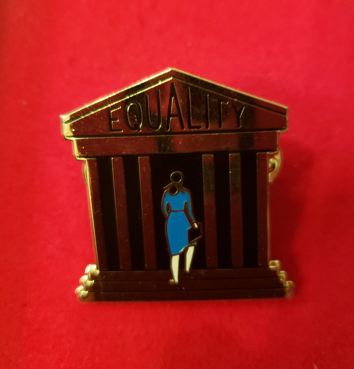 On #MSNBC with @RichardLui at 3:30 CT/4:30 ET talking about #Kavanaugh. Wearing this #JillsPin calling for a full investigation of all sexual assault & perjury charges agst Kavanaugh. #JillsPin demands equality for women at the Supreme Court (& the workplace, etc). #investigate https://t.co/JkWt786wMb