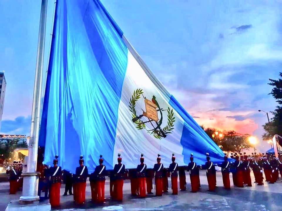 Y en sus alas levante hasta el cielo,  ¡Guatemala tu nombre inmortal!  #15DeSeptiembre #IndependenciaGt https://t.co/AubmBQg5BE