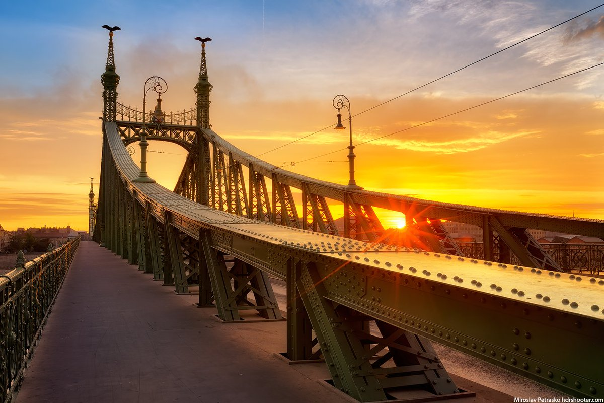 Morning sun at the Liberty bridge https://www.hdrshooter.com/2019/09/15/morning-sun-liberty-bridge-budapest/?utm_source=dlvr.it&utm_medium=twitter …