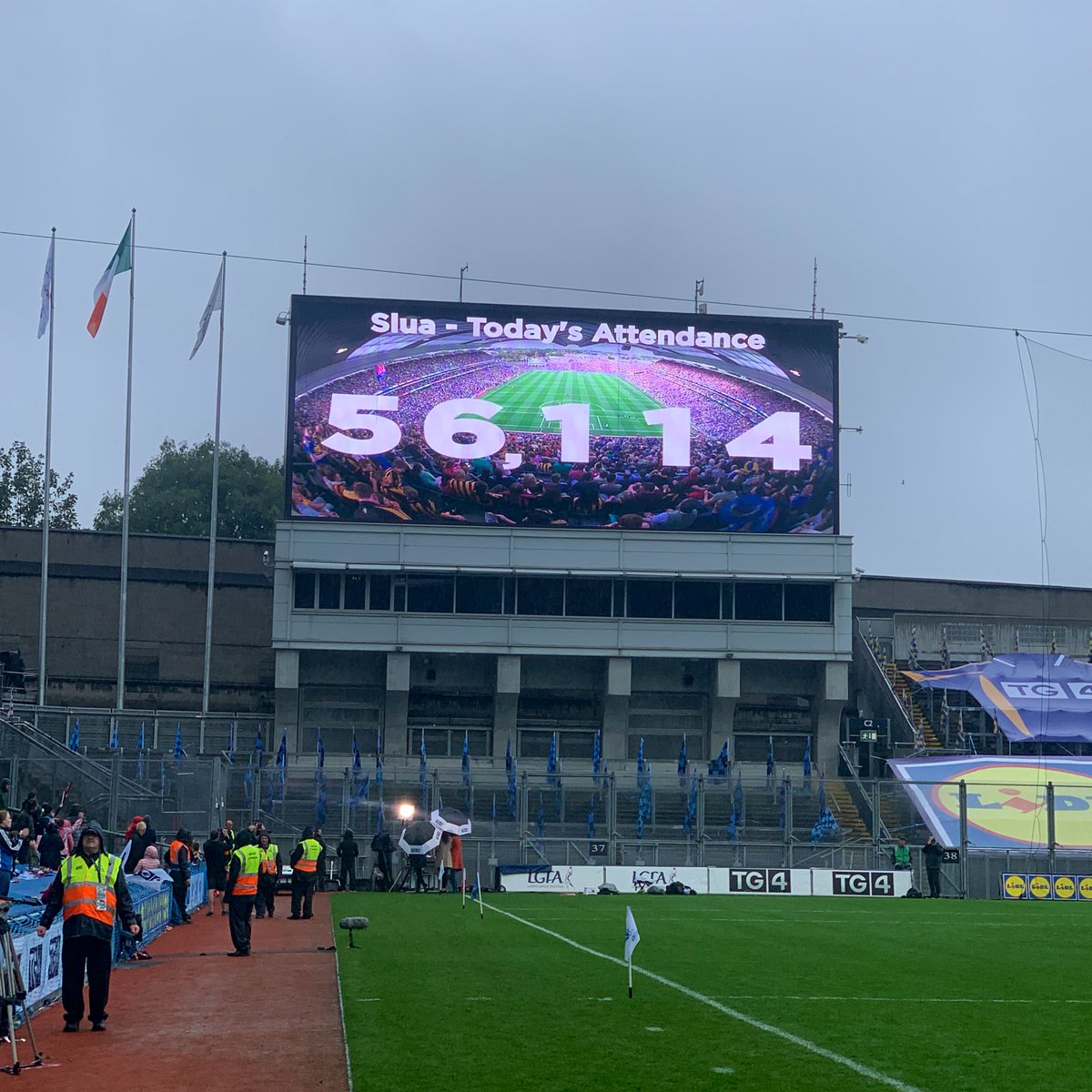 test Twitter Media - 🏟 A record breaking 56,114 fans are in attendance at @CrokePark today for the 2019 @TG4TV All-Ireland Ladies Football Finals!   🙌🏻Thank you to everyone who has travelled and supported the teams today!   #ProperFan https://t.co/jNPEAYgiZu
