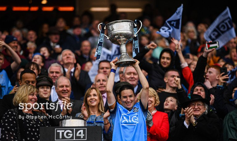 The Dubs Have Done It!  Sinéad Aherne lifts the Brendan Martin Cup for Dublin who have won today's TG4 All-Ireland Ladies Football Senior Championship Final at @CrokePark.  📸 @sportsfilesteve   https://sportsfile.com/more-images/775406251/…  #ProperFan #LadiesFootball #LGFA #DUBvGAL