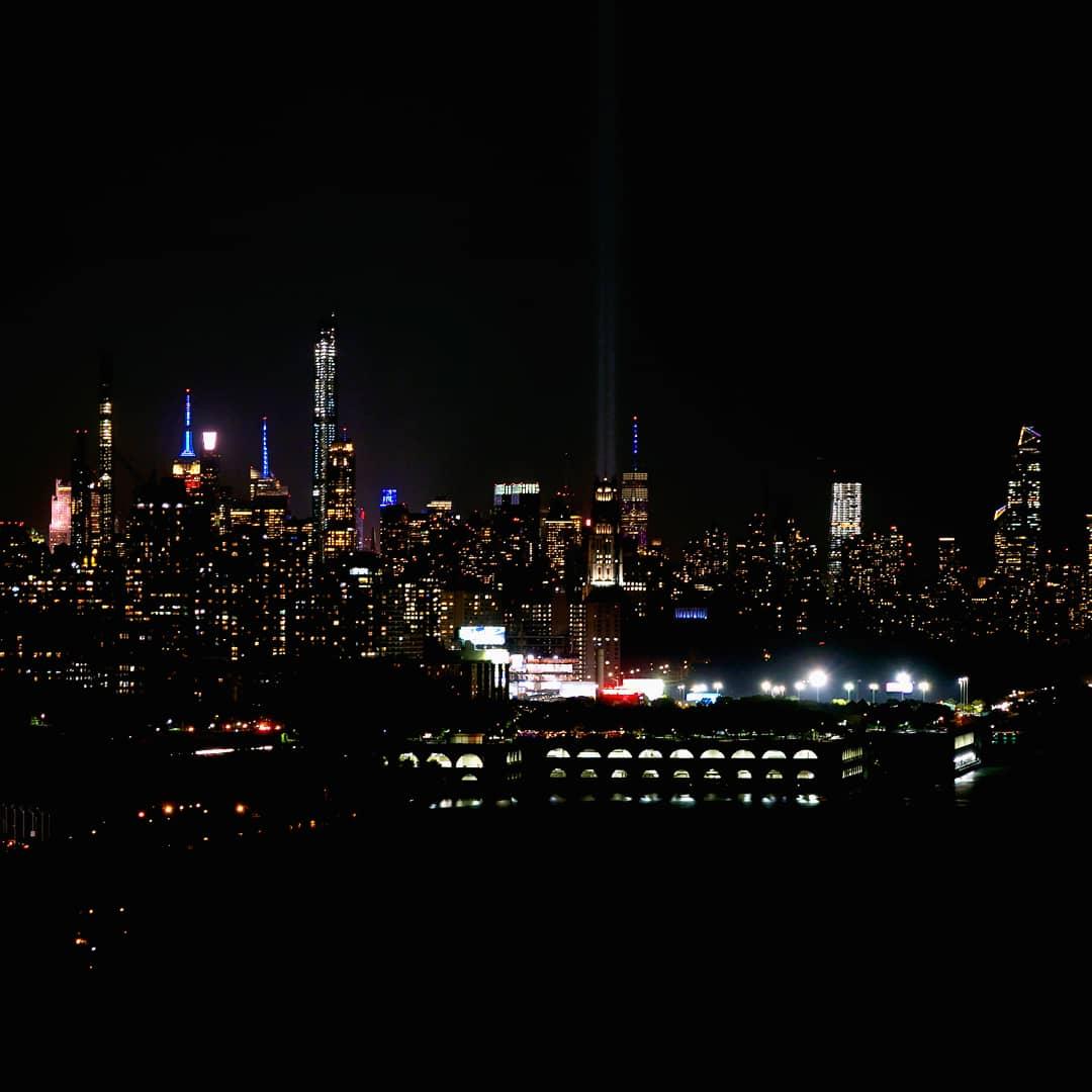 NYC #skyline view from #gwbridge #uptown #washingtonheights #gwb @nycgov #freedomtower #911memorial #september11 #Lights #RiverBankStatePark #citylights #newyorkcity #ny1pic