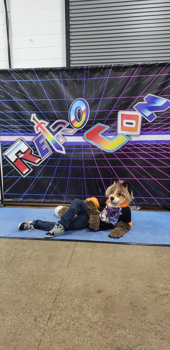 Draw me like one of your French fursuiters <br>http://pic.twitter.com/x8Yjee0Lrm