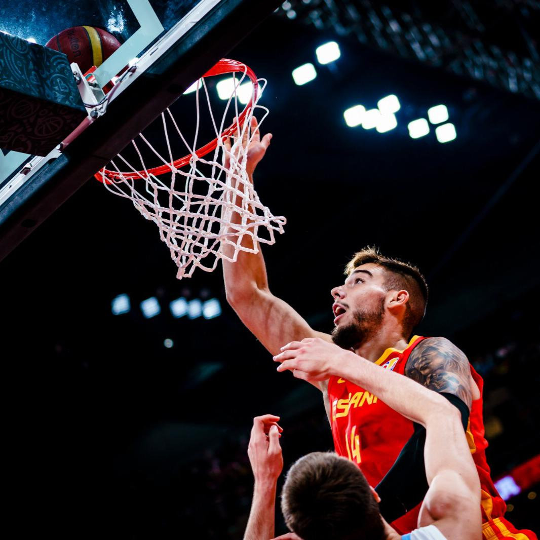 Willy Hernangomez (@willyhg94) finishes the one-handed slam for one of our #FIBAWC's Aeroflot's Best Flying Moments! ✈️😱  Register below to vote for your favorite moment!  🔗: http://go.fiba.basketball/Aeroflot_BFM  #AeroflotBestFlyingMoments
