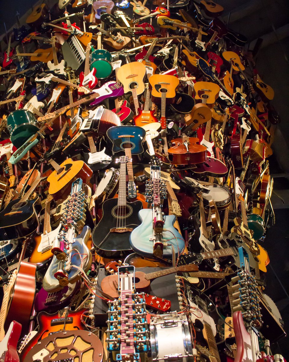 Happy Sunday from @MoPOPSeattle! We love visiting MoPOP, rain or shine! 🎸🎶