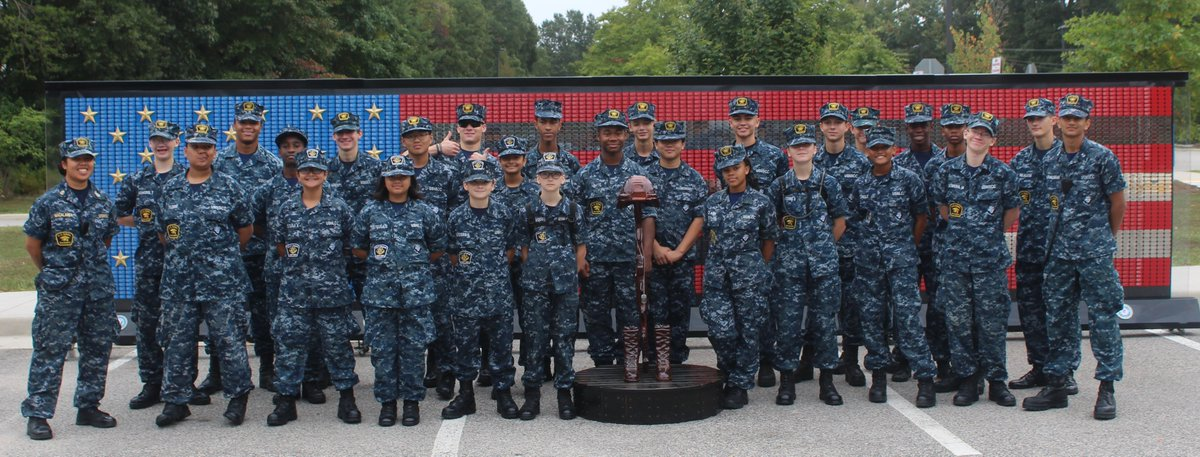 Thank you, @TMFoundation, for conducting another successful 9/11 Heroes Run #NeverForget #AlwaysGrateful  #FirstResponders @SeacadetsDC_Mooberry, Washington Navy Yard, was glad to be of assistance. #BravoZulu, shipmates. @NavalWarCollege @ARLnowDOTcom @GFConnection @usnpeople