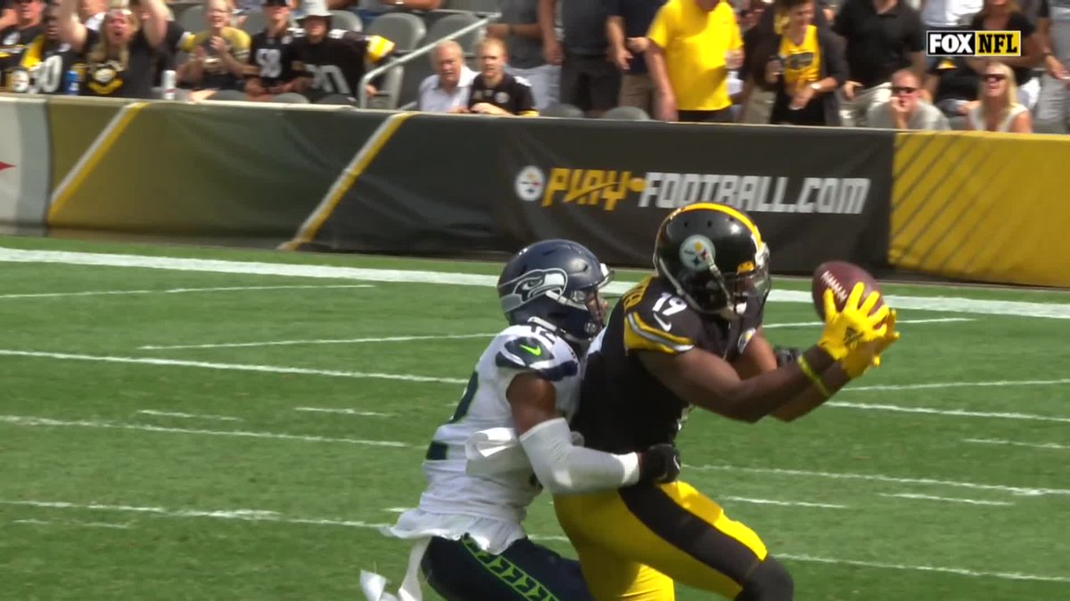 .@Steelers FLEA FLICKER! @Rudolph2Mason finds @TeamJuJu DEEP for 45 yards! #SEAvsPIT 📺: FOX 📱: NFL app // Yahoo Sports app Watch on mobile: on.nfl.com/ZocaHK
