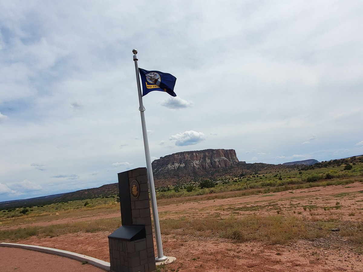 Captured some cool pictures of the Infantry Battalion Flag, Western NM is underrated in the scenery department <br>http://pic.twitter.com/MaX73VSwZ7