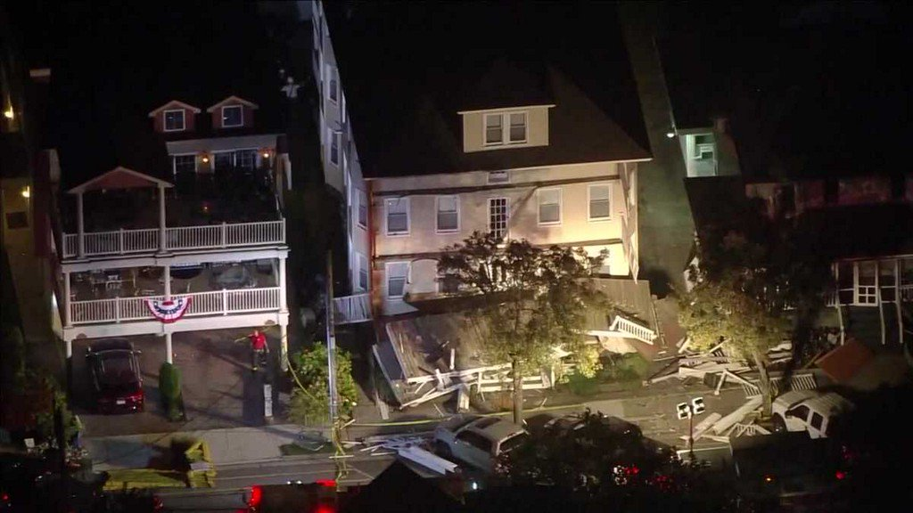 At least 22 people injured in deck collapse at New Jersey beach house koat.com/article/at-lea…