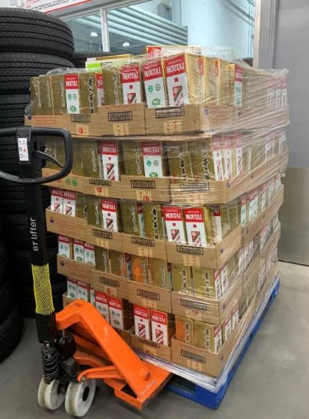Over 10K #KweichowMoutai, a luxury Chinese #liquor, were unexpectedly sold out again at Shanghai @Costco on the #midautumnfestival. They were sold with a guiding price of ¥1,499 in Costco even though the retail price has soared to¥2,700. (NBD) #foodandbeverage #retailstrategy