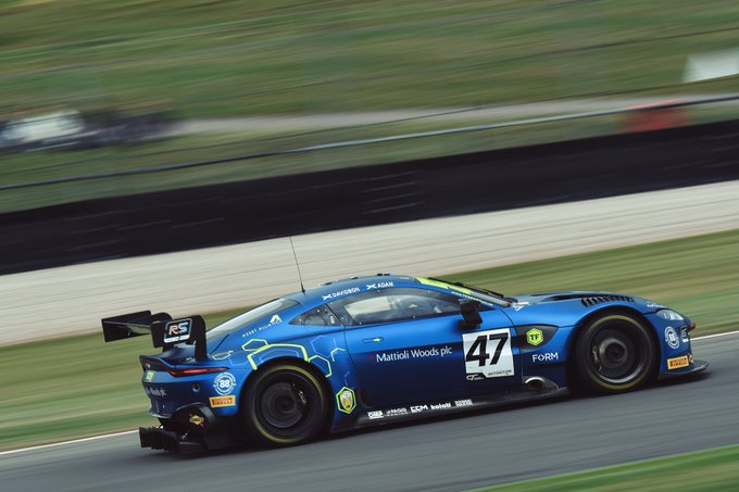 NEWS: Aston Martin Vantage dominates…