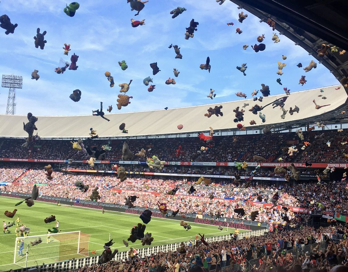 The Away Fans On Twitter A Beautiful Tradition Continues Ado Den Haag Supporters Away At Feyenoord Yesterday Threw Hundreds Maybe Even Thousands Of Stuffed Toys For The Many Children From The Sophia
