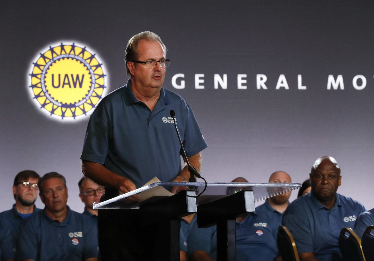 UAW votes for nationwide strike to begin before midnight Sunday dlvr.it/RD97K0