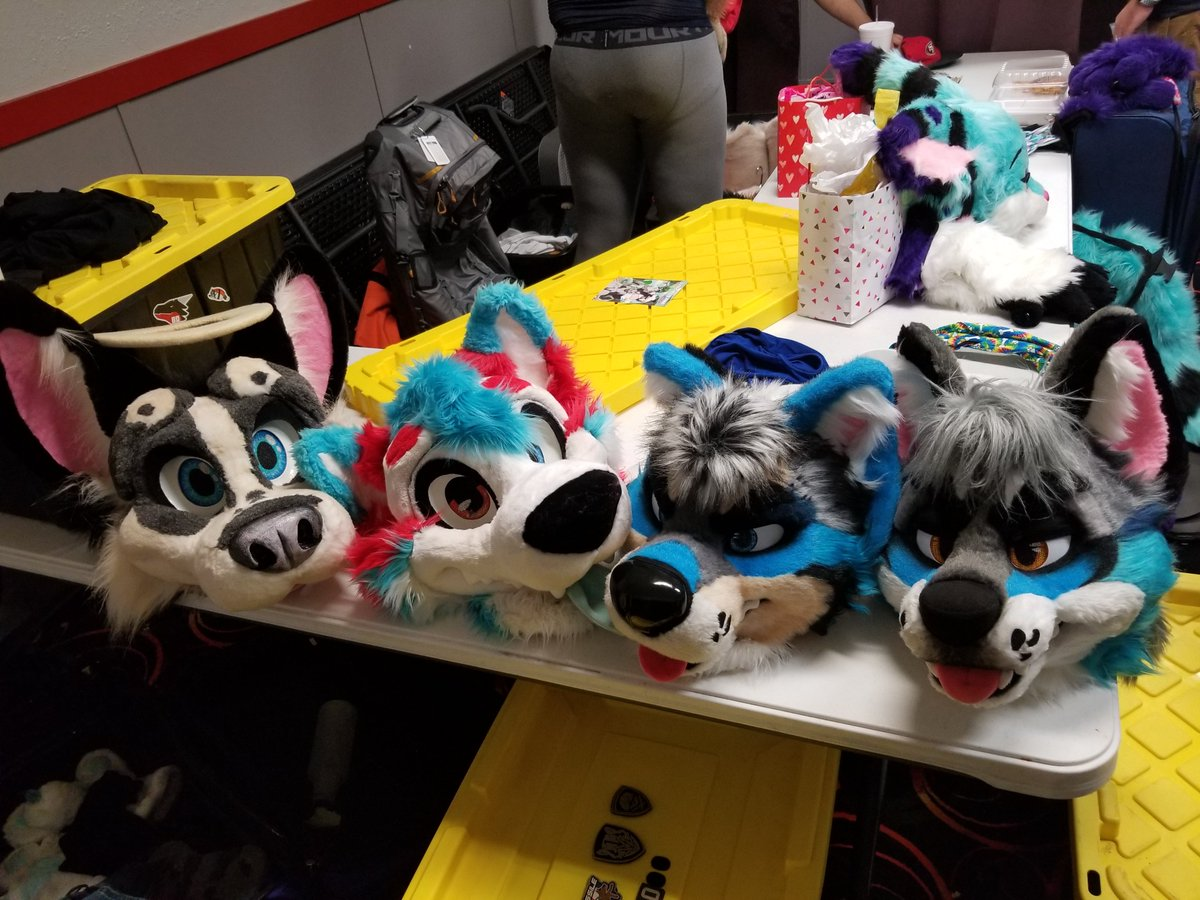 #sacfurbowl was amazing and was very packed with awesome fursuiters only bad was the temperature being 95° but maybe next time will be cooler temps. <br>http://pic.twitter.com/6Q72KnZSbG