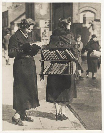 RT @noveliciouss: Date a girl who reads Or better yet, date a girl who writes — Rosemarie Urquico #reading #writing https://t.co/k30sGspCaU
