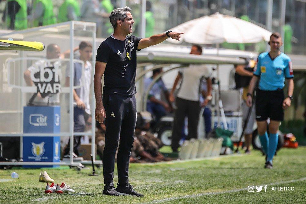 Rodrigo Santana diz que ficam lições para a sequência da temporada: https://t.co/Hm0VfIdR2X  #Galo 🏴🏳️ https://t.co/cOktleYArU