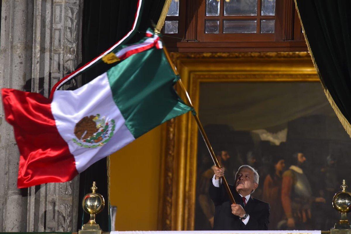 ¡Vivan los héroes que nos dieron patria!¡Viva la libertad!¡Viva la educación!🇲🇽Esta noche celebramos la unidad de los mexicanos.